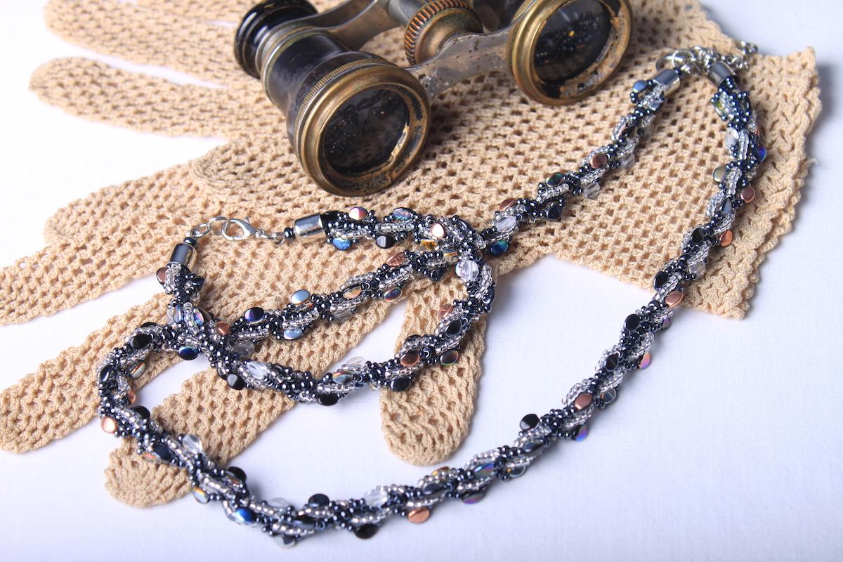 Souprava šitých šperků z pohanky